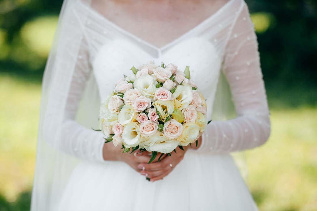 Foto Di Bouquet Da Sposa.Il Bouquet Da Sposa Rotondo E Compatto