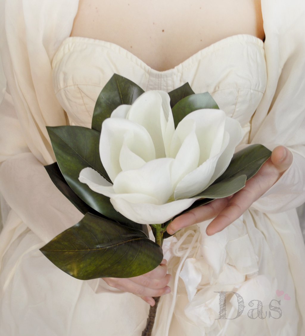Il bouquet da sposa formato da un solo grande fiore