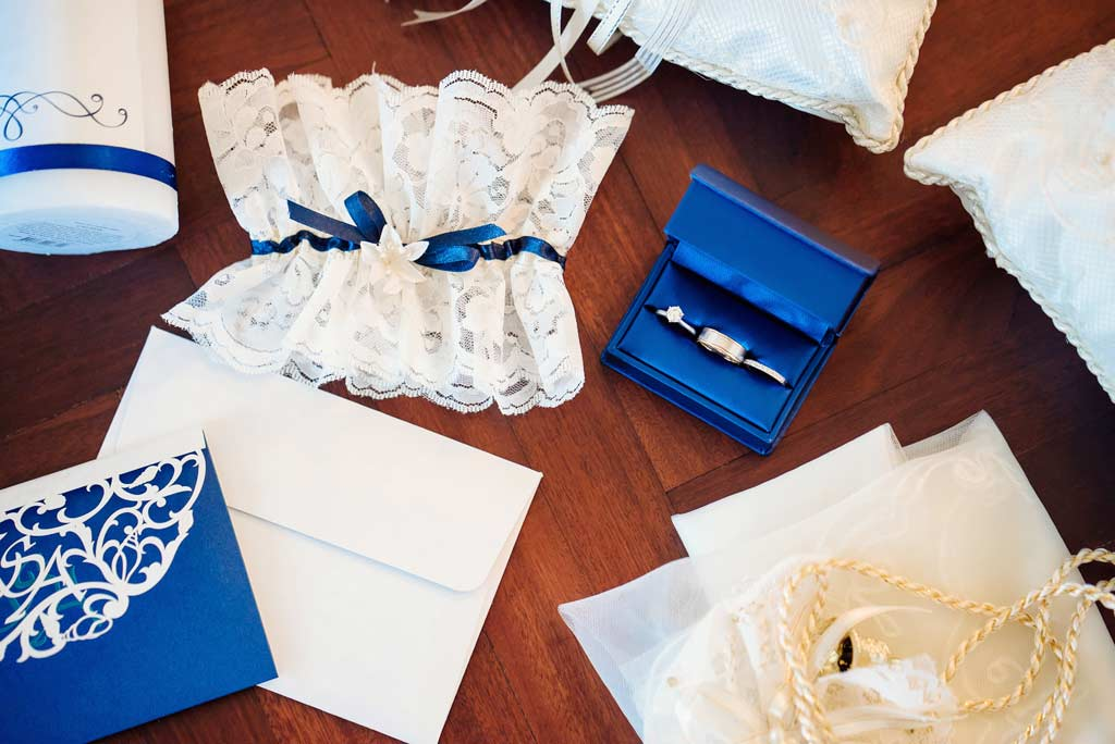Giarrettiera sposa in pizzo con intarsi blu